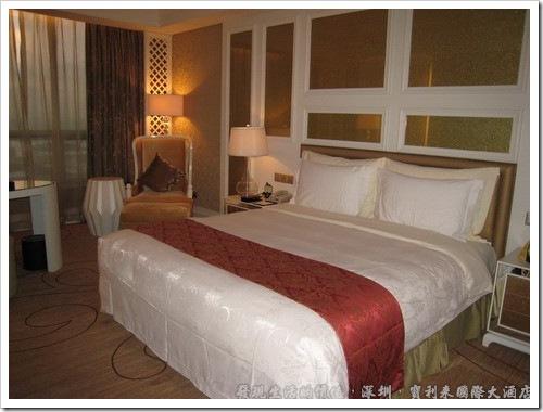 深圳寶利來國際大酒店,這是深圳寶利來國際大酒店的行政套房,單人大床,睡起來最舒服了。