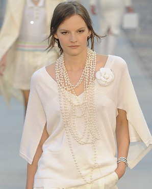 chanel-resort-2012-runway-01