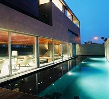Piscina-casas-con-piscina-revestimientos-piscinas-cubiertas