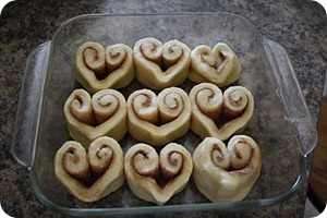 poppies at play heart cinnamon roll image