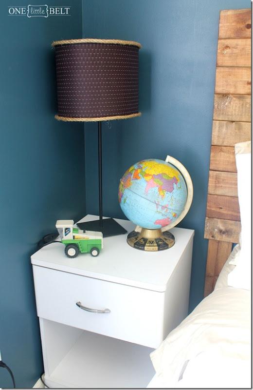 globe-lamp-tractor-nursery-decor