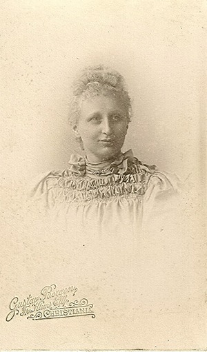 Blonde ladyCdV DL Antiques