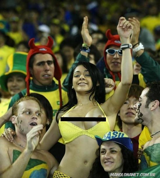 Brasileira Paga Peitinho em Estádio