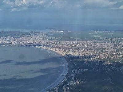 Imagini Albania: Orasul Durres vazut din avion