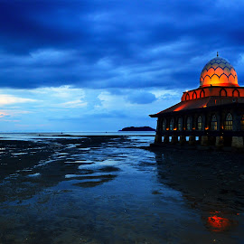Mosque on the sea by Aaron Leong - Buildings & Architecture Statues & Monuments