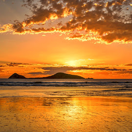 Golden Moment by Keith Walmsley - Landscapes Sunsets & Sunrises ( clouds, sunset, seascape, goldenhour )