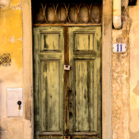 The green door by Gene Myers - Buildings & Architecture Other Exteriors ( shotsbygene, urban, wood, old door, lock, radda, old building, house number, italy, 11, gene myers,  )
