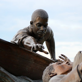 Tom Lee by Rhonda Mullen - Buildings & Architecture Statues & Monuments