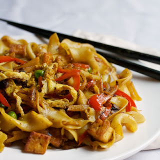 Singapore Curry Noodles with Golden Tofu