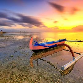 jukung kipe by Tino Purnamantha - Transportation Boats ( #transportation, #bali, #beach, #boats, #beautiful, #sunrise )