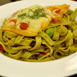 chicken par mi gia na spinach fettucine by Kosasih Harris - Food & Drink Meats & Cheeses ( food, meat, spinach )