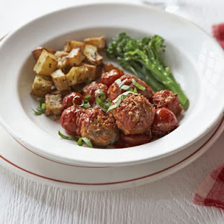 Baked Turkey Meatballs With Broccoli & Crispy Potatoes