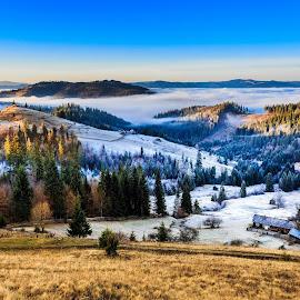 Dilema zilei...cum o fi mai bine:cald sau rece? :P by Sveduneac Dorin Lucian - Landscapes Mountains & Hills