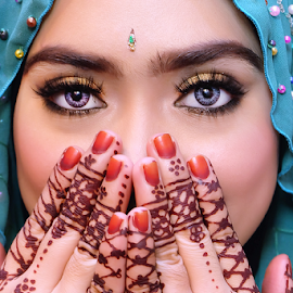 Hijab Henna Fashion by Mohd Noor Mohd Tahir - People Fashion ( inai, malay, beauty, eyes, henna, girl, colourful, islam, woman, tradition, muslimah, india, bollywood )