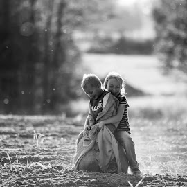 A little piece of summer. by Agata Raszke - Babies & Children Children Candids ( blackandwhite, summer, portraits, people )
