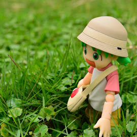 Lost in garden by Hayi N - Artistic Objects Toys ( macro, yotsuba, figma, grass, clover, anime, figurine )