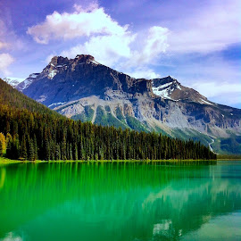 Emerald Lake by Tyrell Heaton - Instagram & Mobile iPhone ( mountain, canada, lake, iphone )