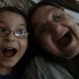 Selfies With Love by Rhonda Rossi - People Family (  )