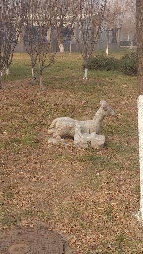 西苑山羊雕塑