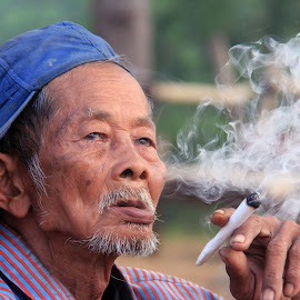 mbah sandung #4 by Arief Hartawan - People Portraits of Men