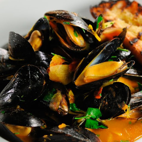 Steamed Mussels with Wine and Saffron