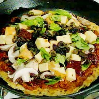 Frying-pan Pizza with Smoked Mozzarella and Sun-dried Tomatoes