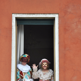 Illustration by J & M - People Couples ( europe, decorative, clothes, illustration, masks, image, house, women, people, venetian, red, window, venice, costume, carnivale, men, colored, view, italy, wall, man )