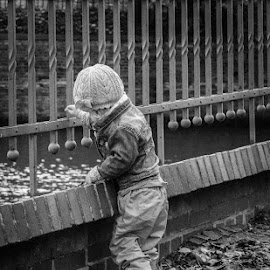 There is a place where innocence never gets older by Νικόλας Καλλιανιώτης - People Street & Candids