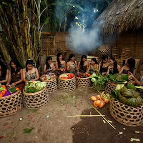 The Thirteen Womens by Nyoman Sundra - People Group/Corporate ( bali, womens, market, traditional, people )