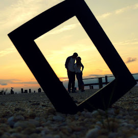 Kiss in a Frame by Jessica Patrick - People Couples ( kiss, frame, sunset, couple, beach )