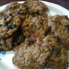 Dried Cranberry-Walnut Oatmeal Cookies