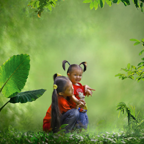 Kakak Adik by Suloara Allokendek - Babies & Children Children Candids ( sister, child, happy, blur, light )