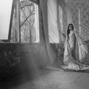 Stand by me by Yuni Herawati - Black & White Portraits & People ( girl, black and white, pretty, portrait )