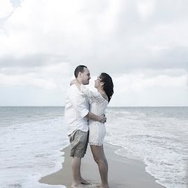 Never ending beach by Georgie Perez - People Couples ( love, wedding, couple, beach, engagement )