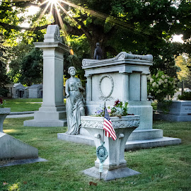 Setting son by Christopher Mazzoli - Buildings & Architecture Statues & Monuments ( tomb, flag, park, stone, grave, sun )