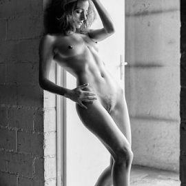 )'ve got a feeling by Reto Heiz - Nudes & Boudoir Artistic Nude ( available light, nude, on location, black and white, nudeart, female nude,  )
