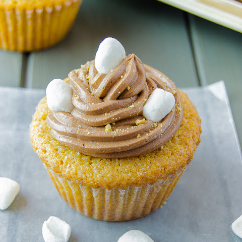 S'mores Cupcakes with Marshmallow Filling
