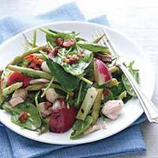 Spinach Salad with Tuna, Bacon and Grilled Scallions