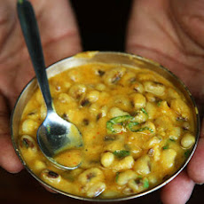 Spiced Black-Eyed Peas with Curry Leaves