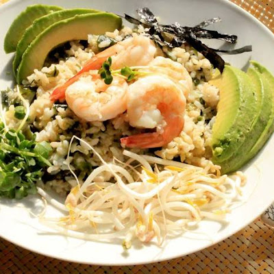 Brown Rice Bowl With Wakame, Shrimp, and Sprouts
