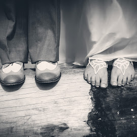 Wedding Log by Sara Sawatzki - Wedding Bride & Groom ( black and white, wedding )
