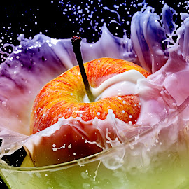 milk splash by John Sprague - Food & Drink Fruits & Vegetables ( flash, splash, milk, seed, apple )