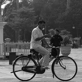 Better Check My Mail First by Jesson Juanadi - Transportation Bicycles ( black and white, old town, bw, jakarta, onthel, bicycle,  )