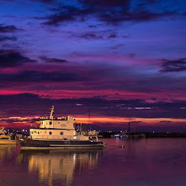 The Oceana Maria Scuba by Aye Cruz - Transportation Boats ( sunsets, sunset, boats, manila bay, boat )