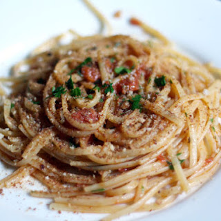 Linguine with Heirloom Tomato, Capers, Anchovies, and Chile