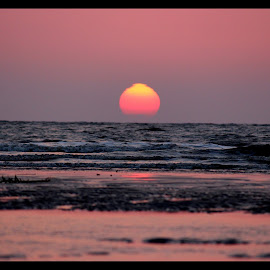 Hues of sunset by Sumit Kumar - Landscapes Beaches ( reflection, sunset, silhouette, beach, sun )