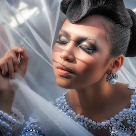 mesmerizing bride by Melvin Jimenez - People Portraits of Women ( #adrianosamarcollection, #meljimphotography )