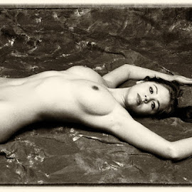 Behaaglijk by Etienne Chalmet - Nudes & Boudoir Artistic Nude ( erotic, girls, sexy, nude, beauty )