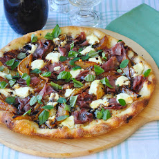 Caramelized Pear and Prosciutto Pizza