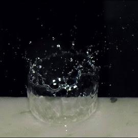Rain drops by Rik Paul - Abstract Water Drops & Splashes ( #rain #drops #abstract )